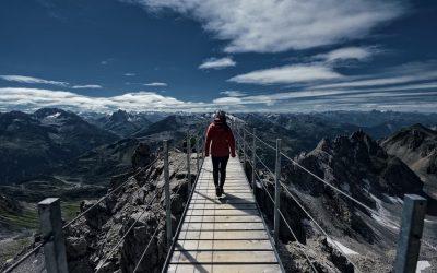 Karola robi zdjęcia w Alpach